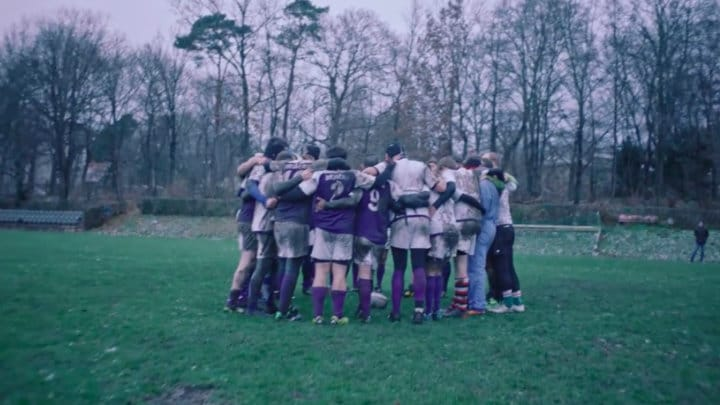 A rugby team of partly outsiders, found together with the help of Facebook Groups. It was shot in Berlin with the Berlin Bruisers rugby team, the snow was note created with special effects.